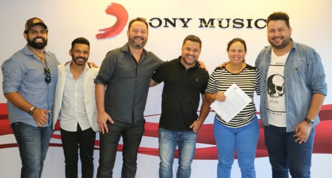 Dupla Diego & Arnaldo assina com a Sony Music
