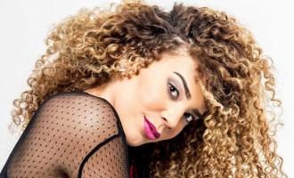 """Vivianne Muller lança novo clipe """" Página Virada"""" no Multishow"""
