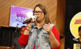 Marília Mendonça canta para fãs na Rádio Transamérica