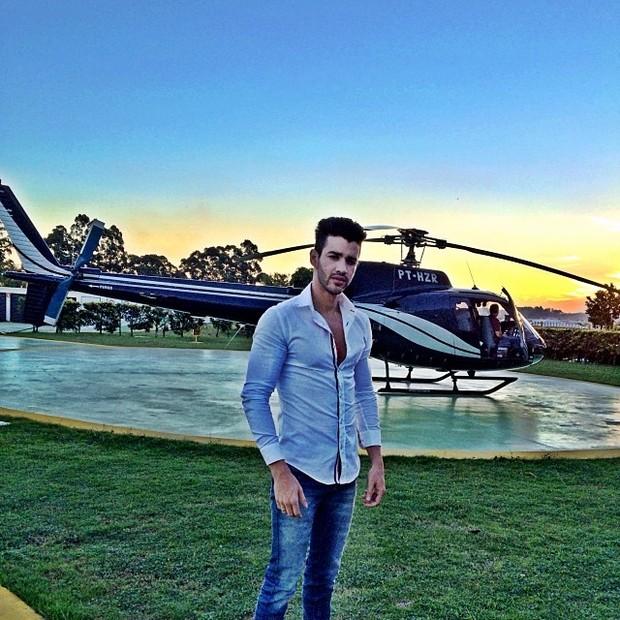 Gusttavo Lima vende mansão e helicóptero para pagar dívida com antigo escritório 47
