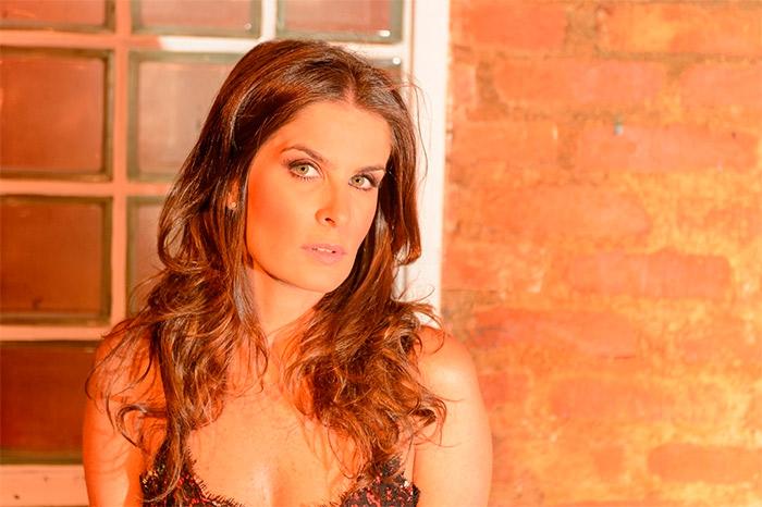 """Atriz e cantora Adriana Del Claro estrela musical  """"Nuvem de Lágrimas"""" 41"""