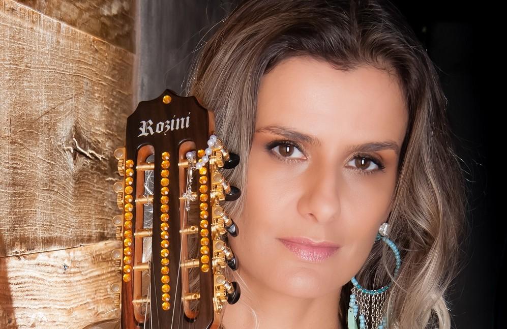 """Adriana Farias é destaque do """"Programa do Rivail"""", da Rede Família, no domingo (6) 41"""