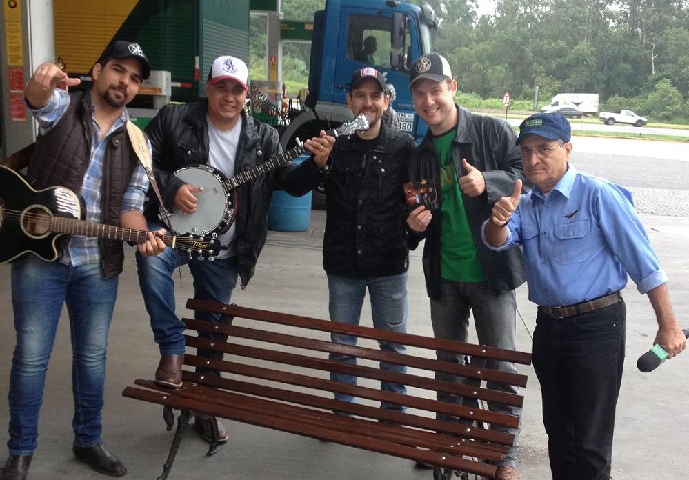 """Texas Hammer é atração no especial de Natal do """"Pé na Estrada"""", da BAND, no domingo (25) 41"""