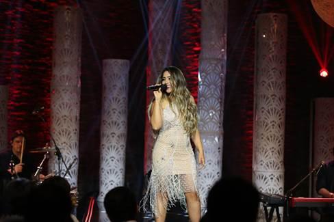 Fernanda Costa - a voz feminina apadrinhada por Bruno e Marrone - lança primeiro single na internet 41