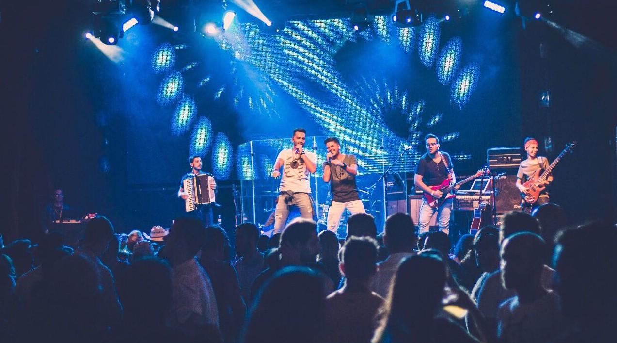 Flavinho e Kadu fazem show de lançamento em São Paulo com casa lotada 41