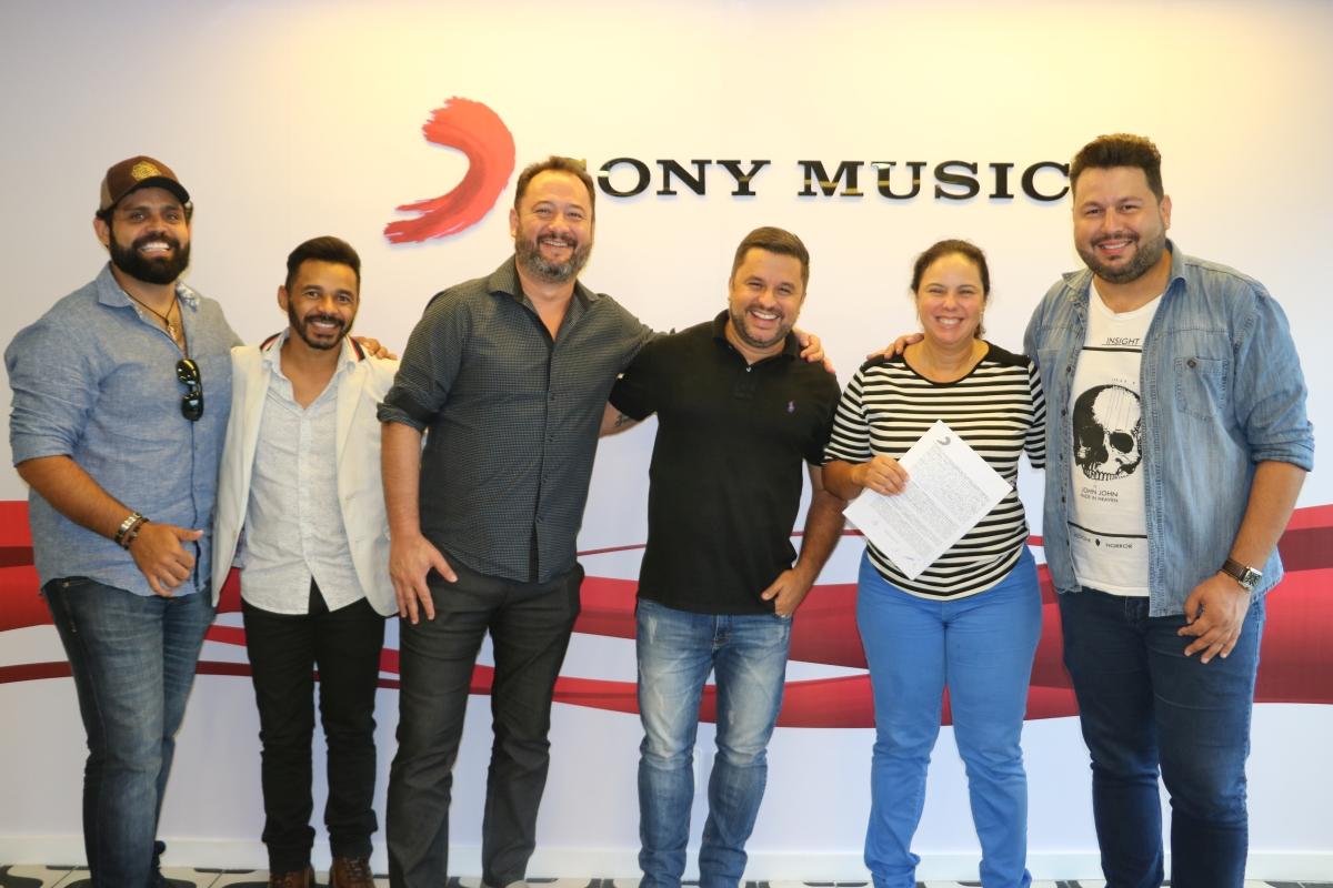 Dupla Diego & Arnaldo assina com a Sony Music 41