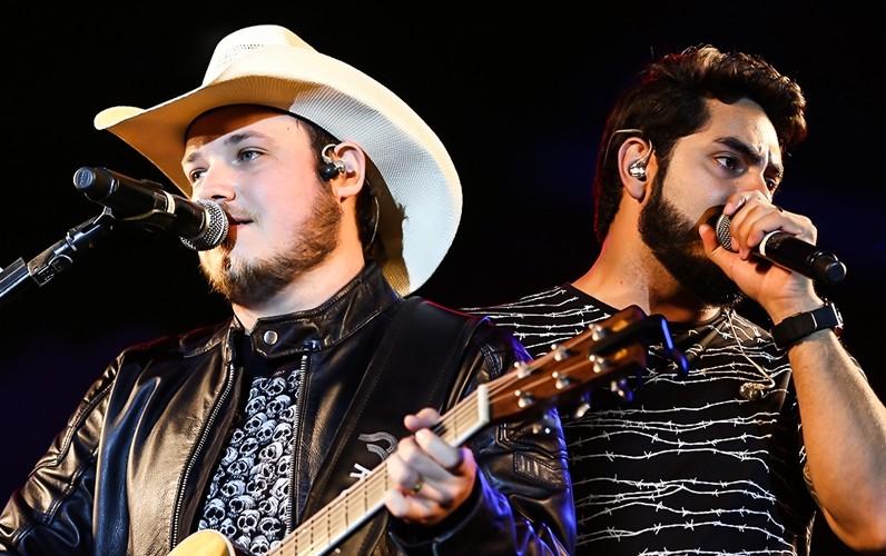"""""""O Céu é o Limite"""", da RedeTV!, recebe a dupla Israel & Rodolffo neste sábado (10/03) 41"""