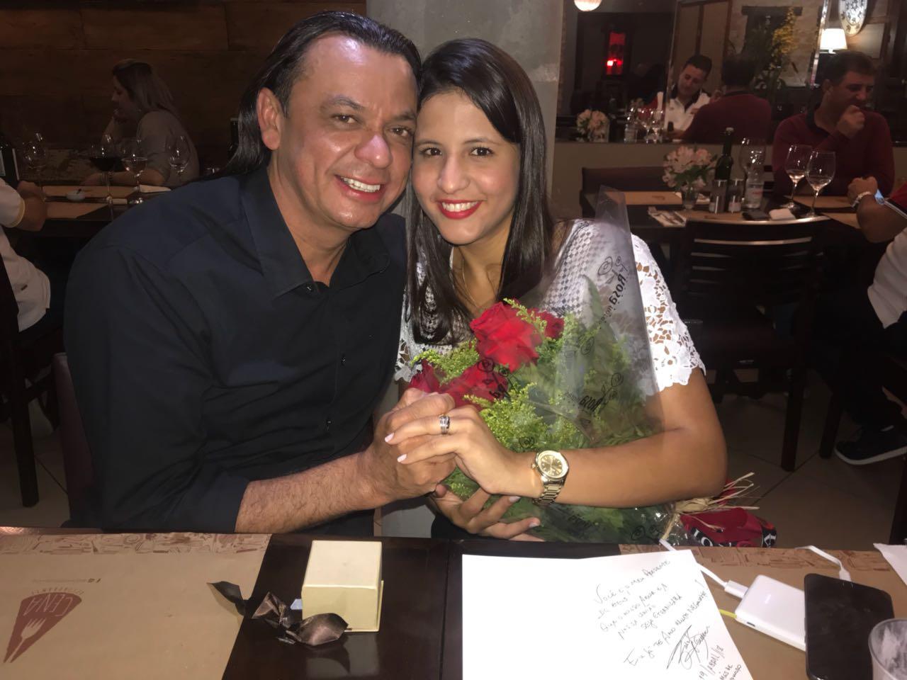 Frank Aguiar marca a data de casamento 41