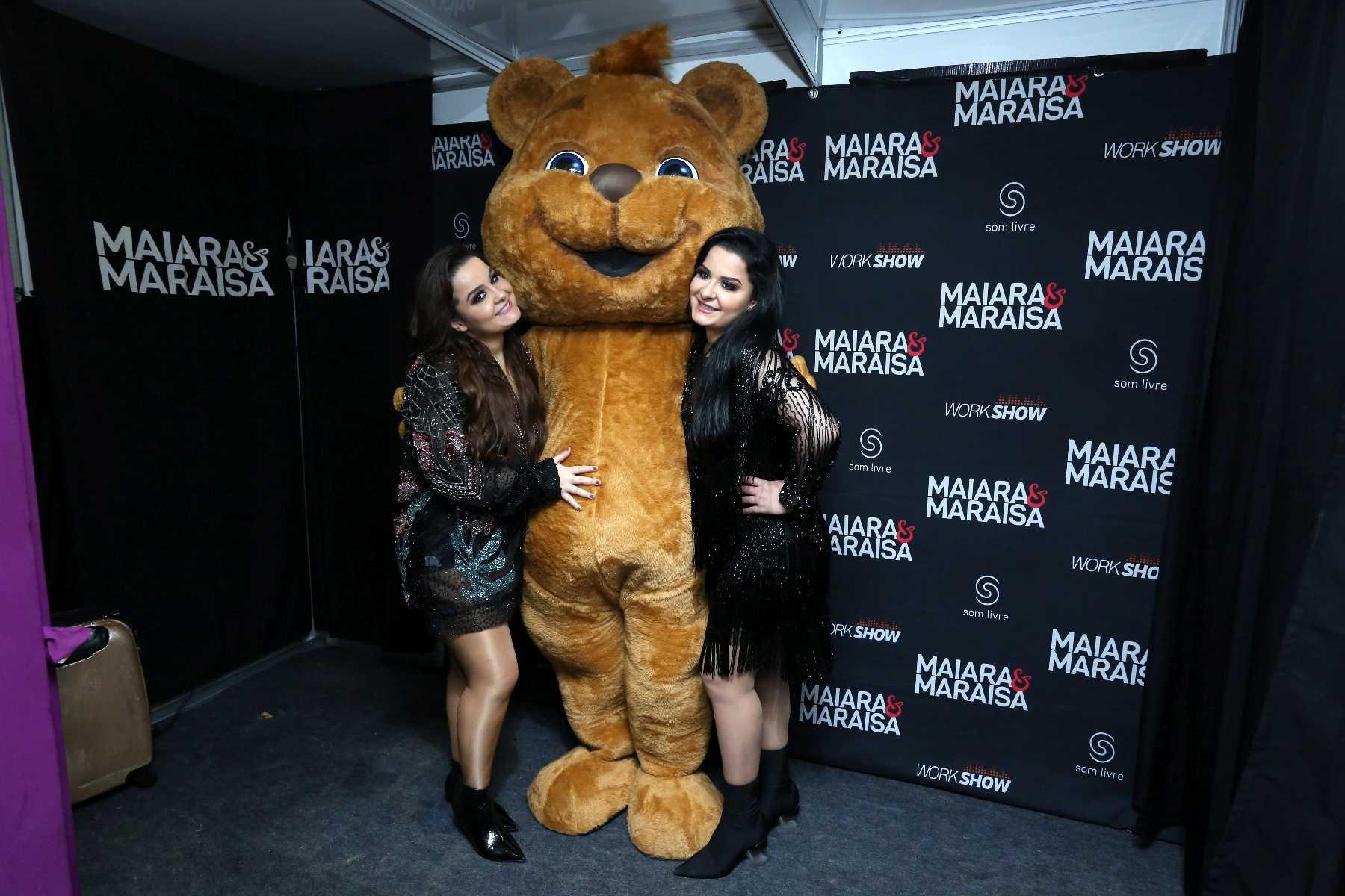 Maiara e Maraísa fazem show com urso misterioso no Rio de Janeiro 41