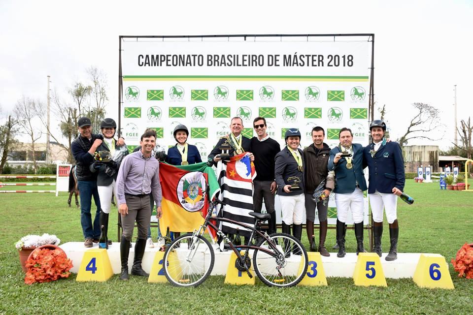 Ronaldo Milan, Antonio Sanches, Paula Rodrigues e Denis Gouveia: campeões brasileiros Master 2018 41