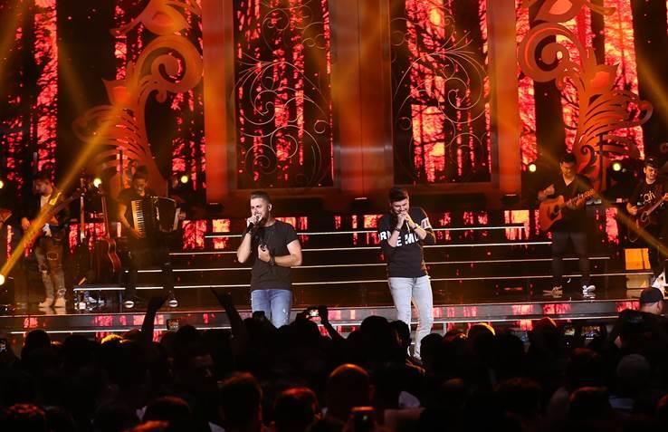 """Zé Neto & Cristiano lança mais uma canção para os corações apaixonados: """"Lugar Bom"""" 41"""
