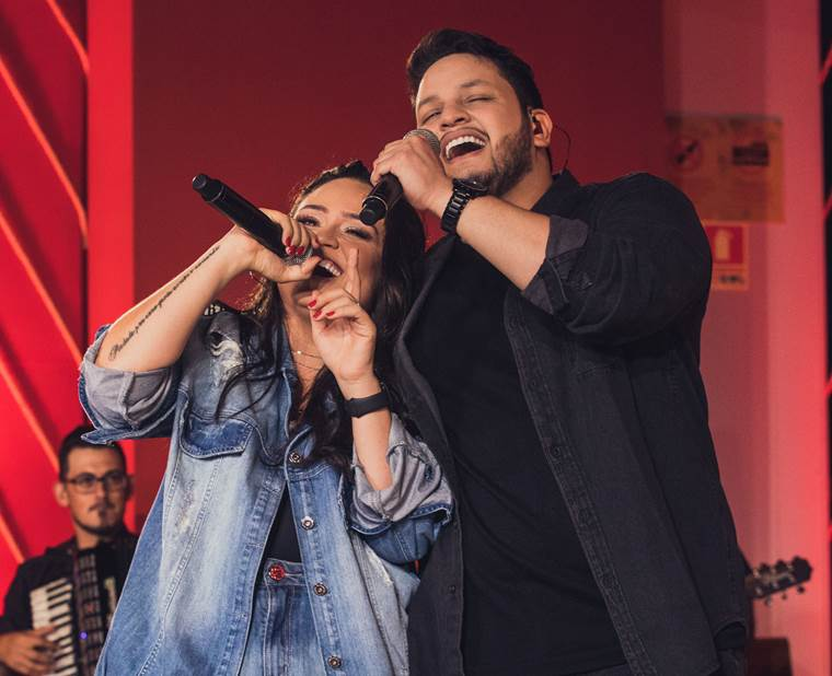 """""""10 Cascos"""": Luiza & Maurílio divulgam primeiro videoclipe inédito do novo DVD 41"""