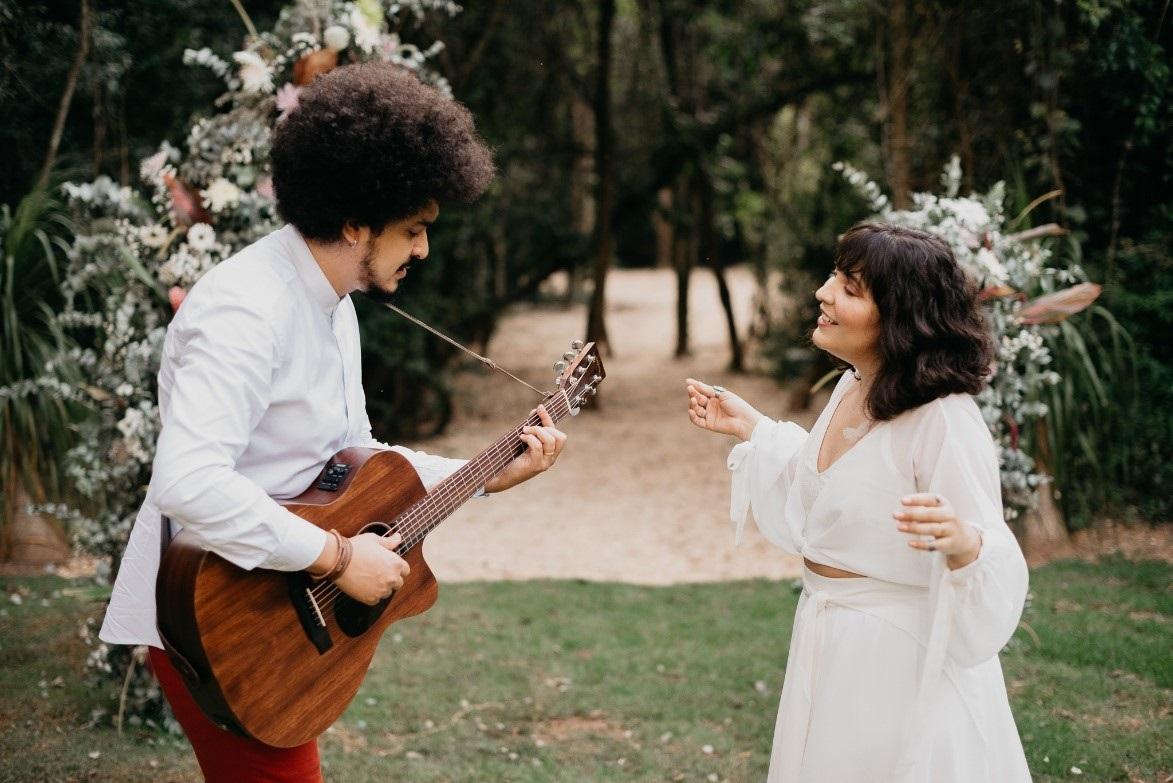 """Dois É Par lança releitura folk do sucesso """"Os Anjos Cantam"""" da dupla Jorge & Mateus 41"""