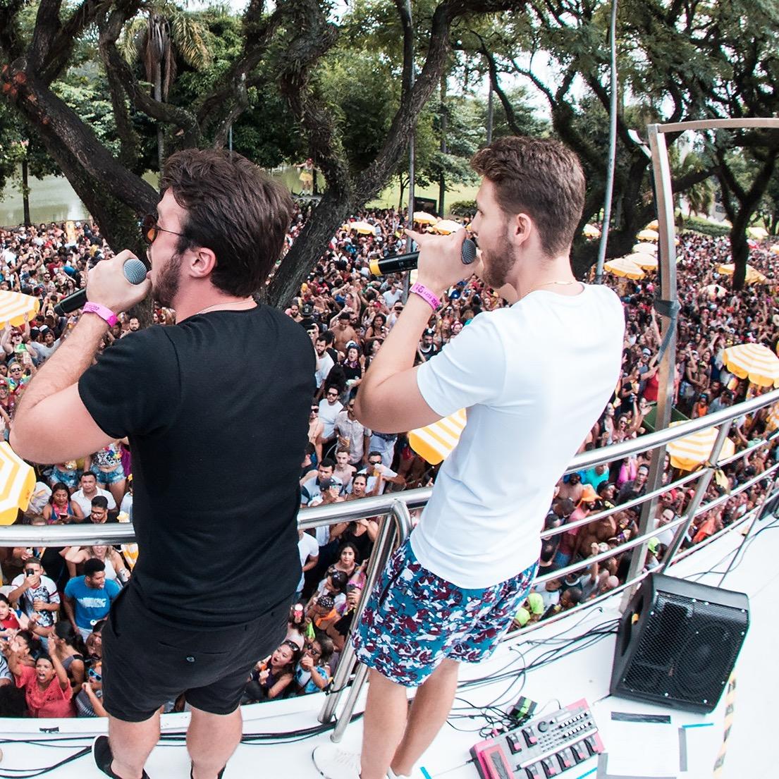 Carnaval com Sertanejo: Vini & Lucas fazem foliões cantar em coro no Parque do Ibirapuera, em SP 41