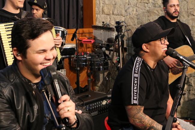 Matheus & Kauan cantam em primeira mão músicas do novo DVD no Estúdio ao Vivo Transamérica 41