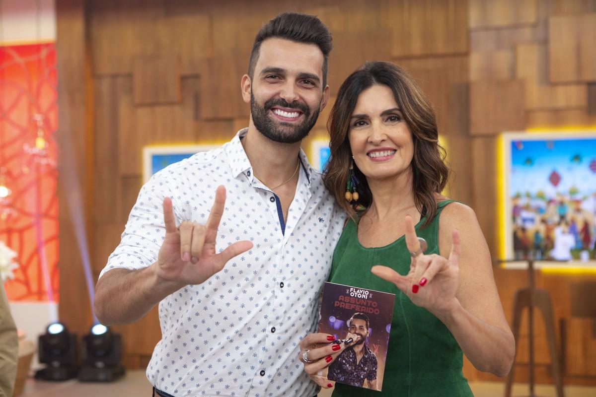 Entenda o significado do sinal que Fátima Bernardes fez com as mãos junto com o cantor Flavio Otoni 41