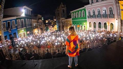 Marília Mendonça chega a Salvador/BA e faz show surpresa com Léo Santana e Banda Didá 43