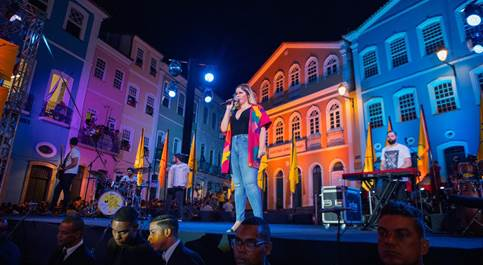 Marília Mendonça chega a Salvador/BA e faz show surpresa com Léo Santana e Banda Didá 42
