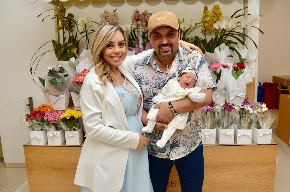 Um dia feliz! Deia Cypri e a pequena Bella deixaram a maternidade na manhã desta sexta-feira 41