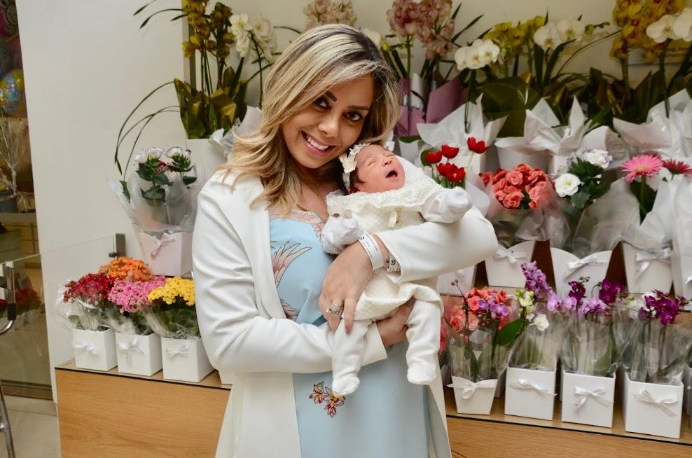 Um dia feliz! Deia Cypri e a pequena Bella deixaram a maternidade na manhã desta sexta-feira 42