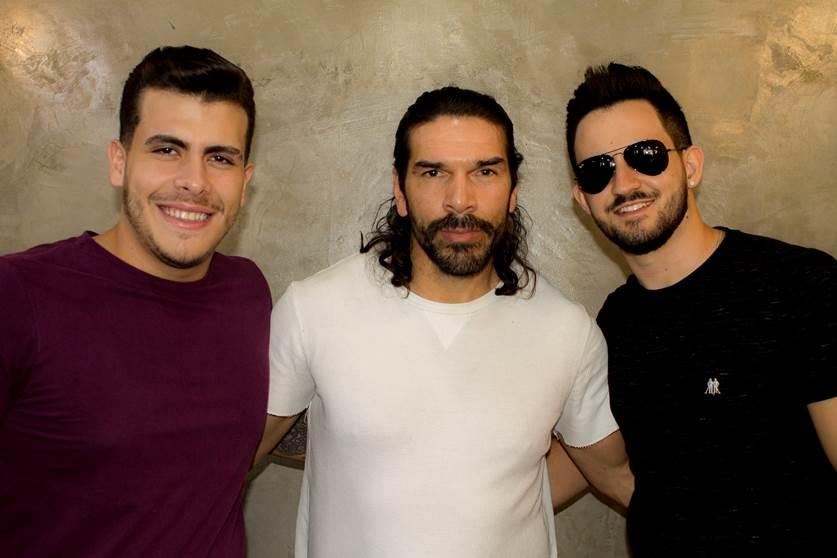 Dupla Vitor & Cadu renova visual em barbearia de famosos 41