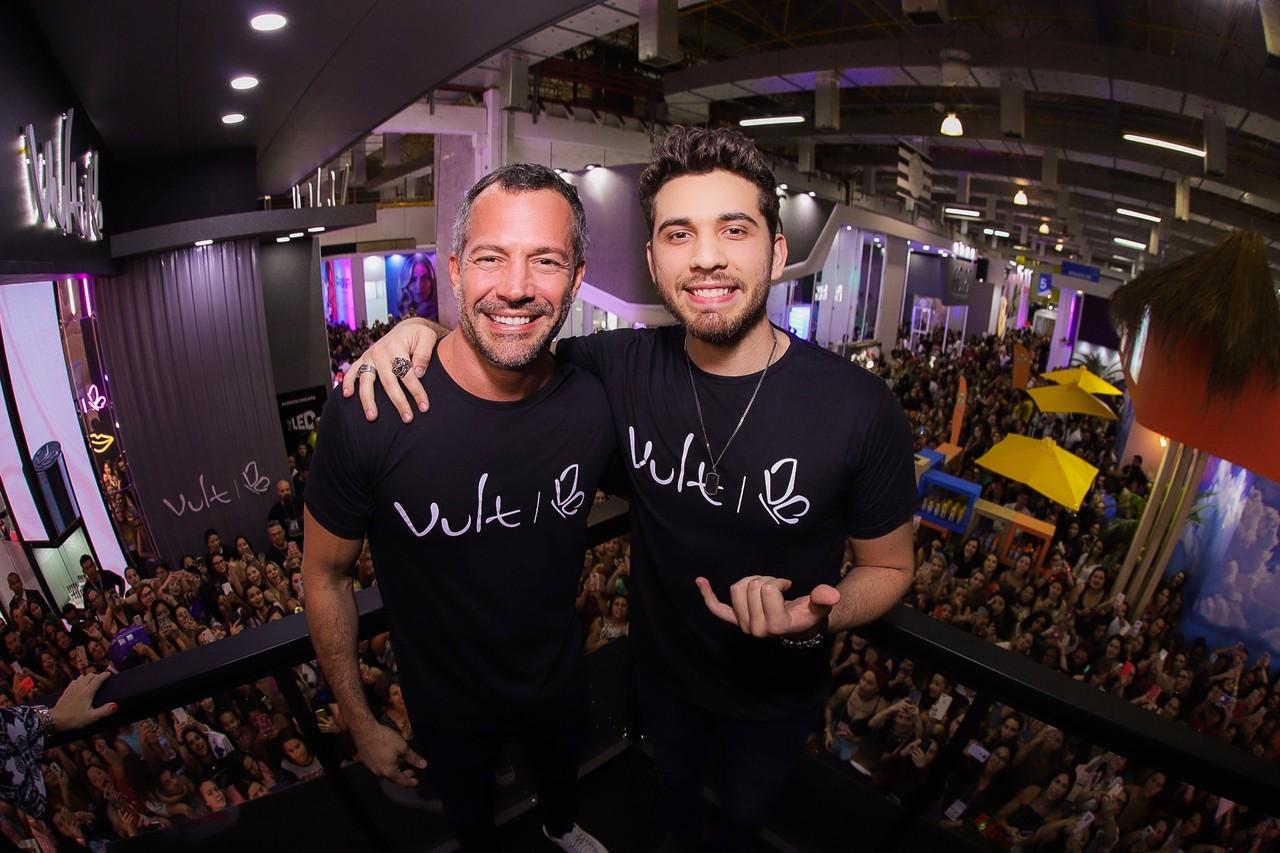Gustavo Mioto e Malvino Salvador marcam presença no estande da Vult durante a Beauty Fair 2019 41