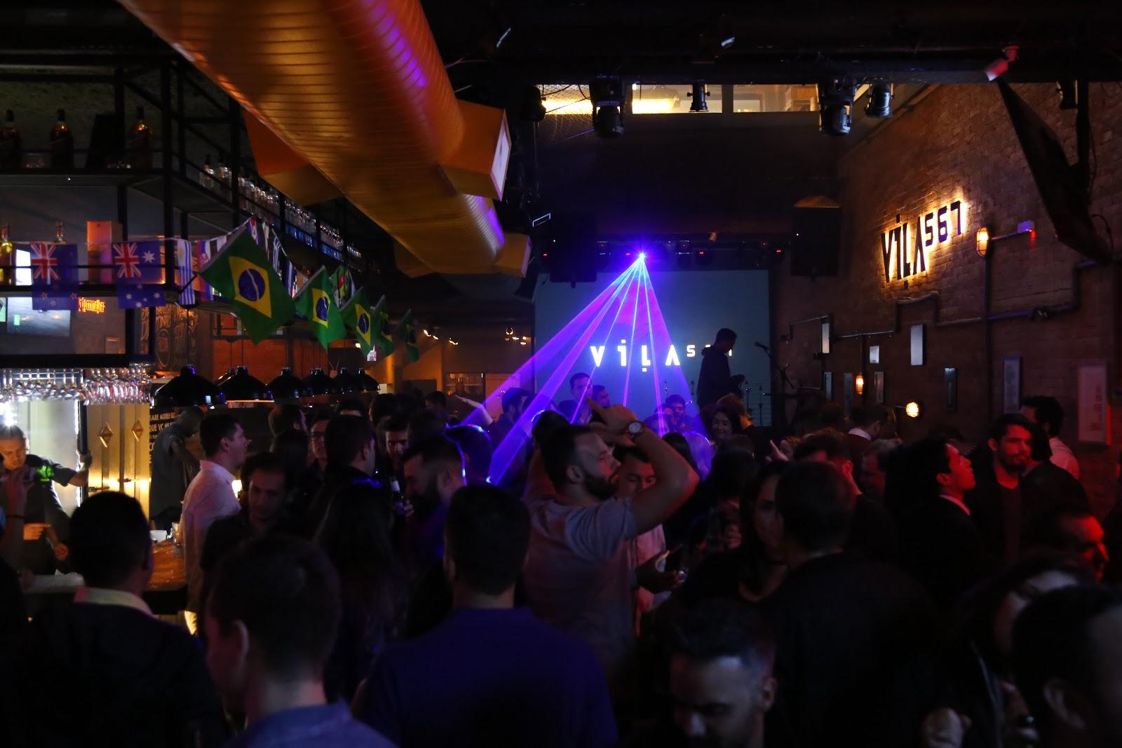 Glow Party: festa fluorescente agita Vila Madalena em noite de arte e música eletrônica 41