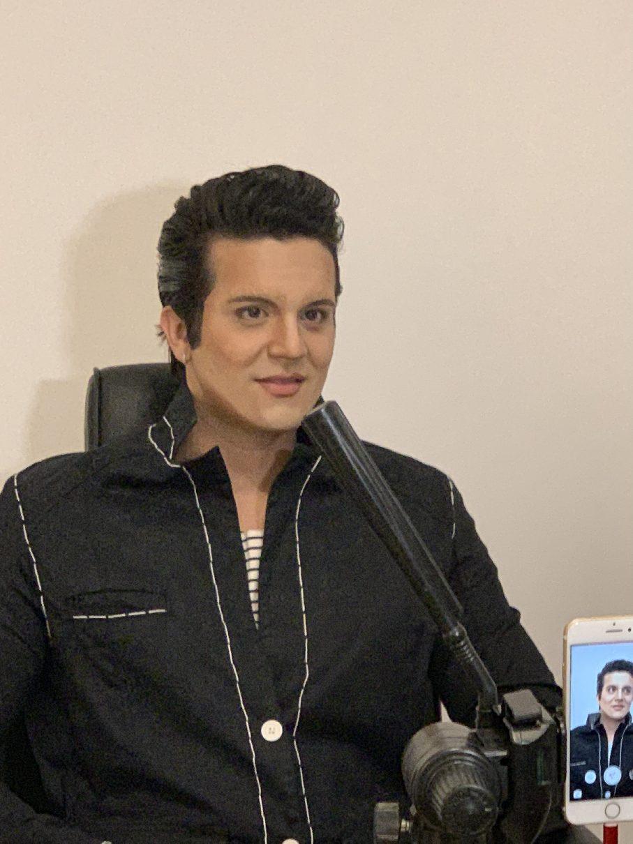 Luan Santana se transforma em Elvis Presley com a ajuda da Gillette 41