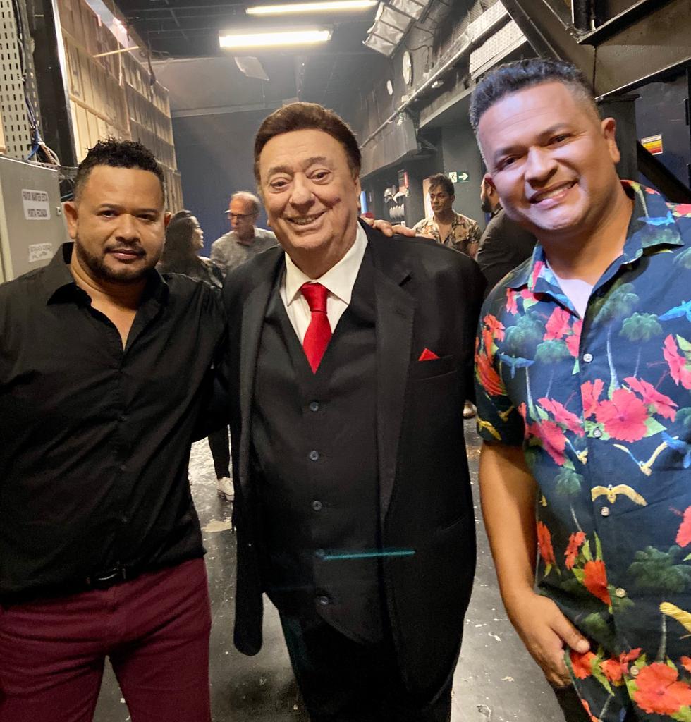 Sérgio & Manoel apresentam 'Colinho do Papai' no Programa Raul Gil 41