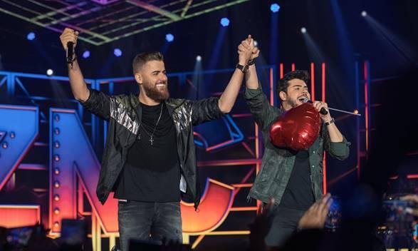 """Superprodução: Zé Neto e Cristiano gravam DVD """"Por Mais Beijos Ao Vivo"""" 41"""