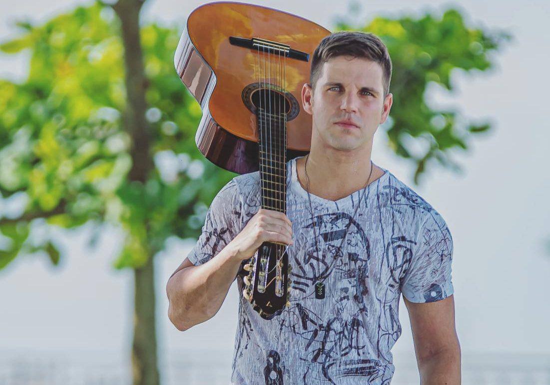 Cantor sertanejo Marcel Kogos participa de live hoje (28) 41