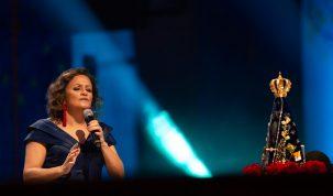 Ziza Fernandes canta em especial da TV Aparecida neste domingo 21