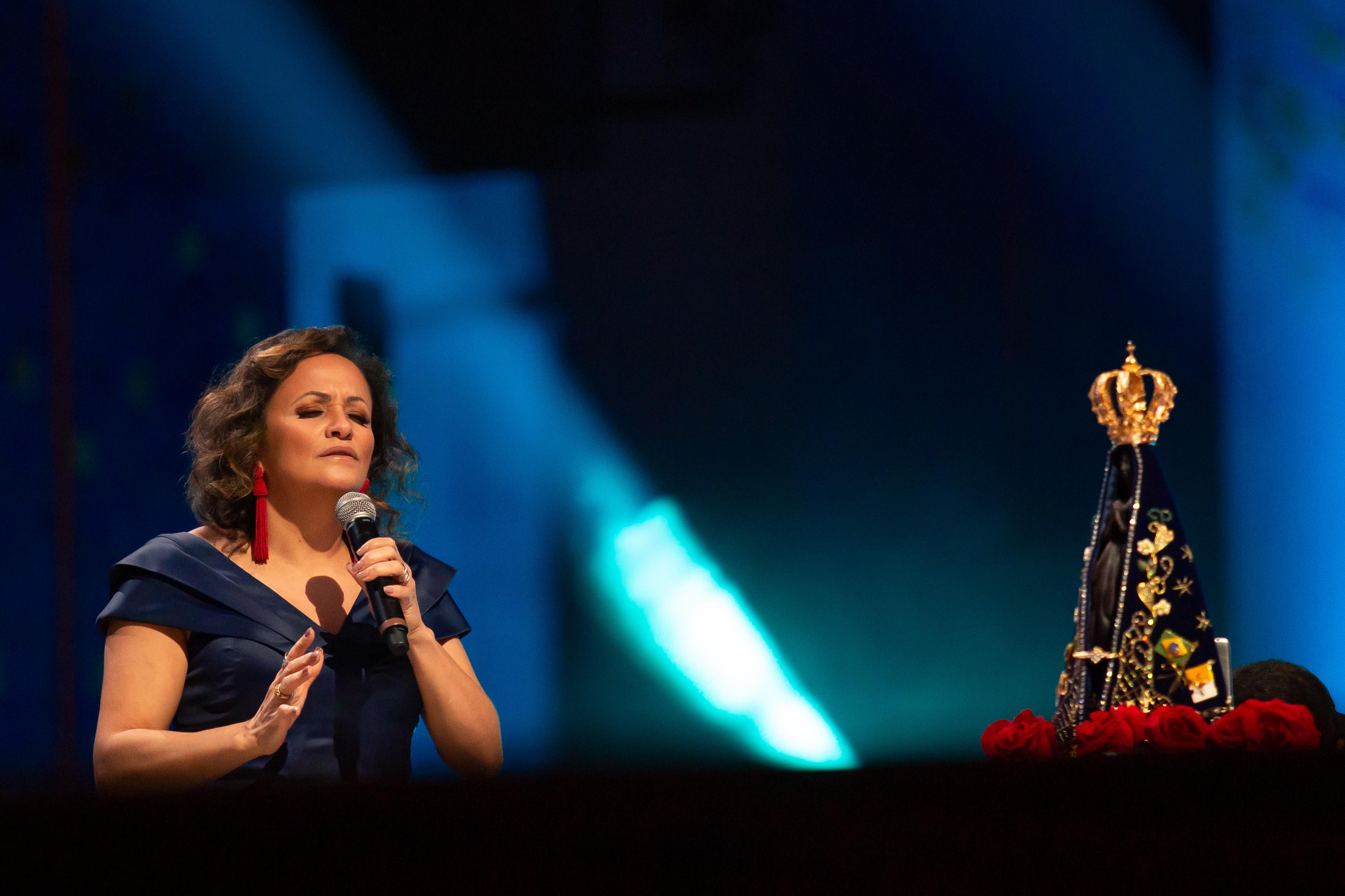 Ziza Fernandes canta em especial da TV Aparecida neste domingo 41