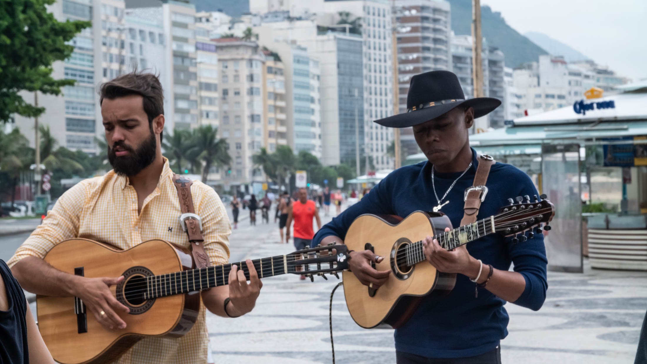 "Praia de Copacabana é palco de ""Tipo Matuto"", novo lançamento de Lucas Reis e Thacio 41"