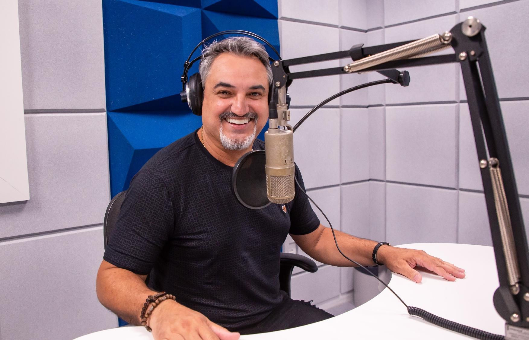 LIVE deste sábado na TV Aparecida é sertaneja com Odair Terra 41