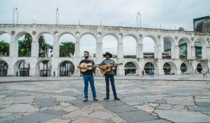 """Dos Arcos da Lapa, Lucas Reis e Thacio homenageiam a vida na roça em """"Onde Moram meus Pais"""" 10"""