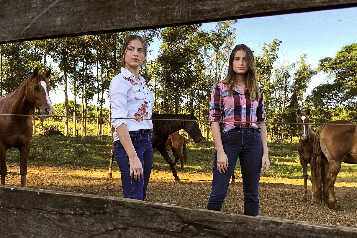 Dupla Júlia e Rafaela faz ensaio de fotos via facetime, tendência na quarentena 41