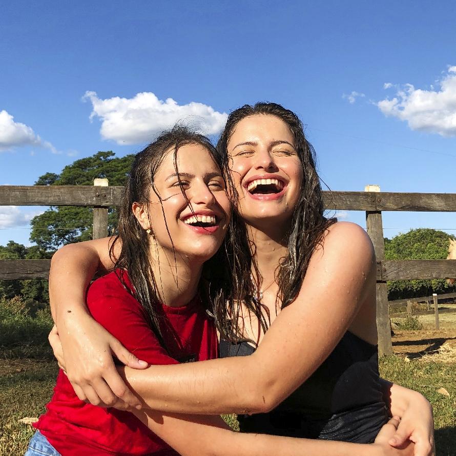 Dupla Júlia e Rafaela faz ensaio de fotos via facetime, tendência na quarentena 44