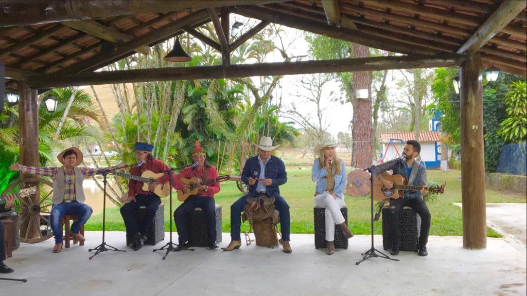 Terra da Padroeira promove nova roda de belos musicais sertanejos neste domingo 42
