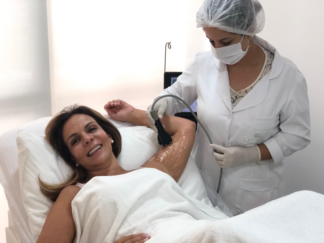 Sula Miranda aposta em tratamentos estéticos em sua mudança para o Rio 42