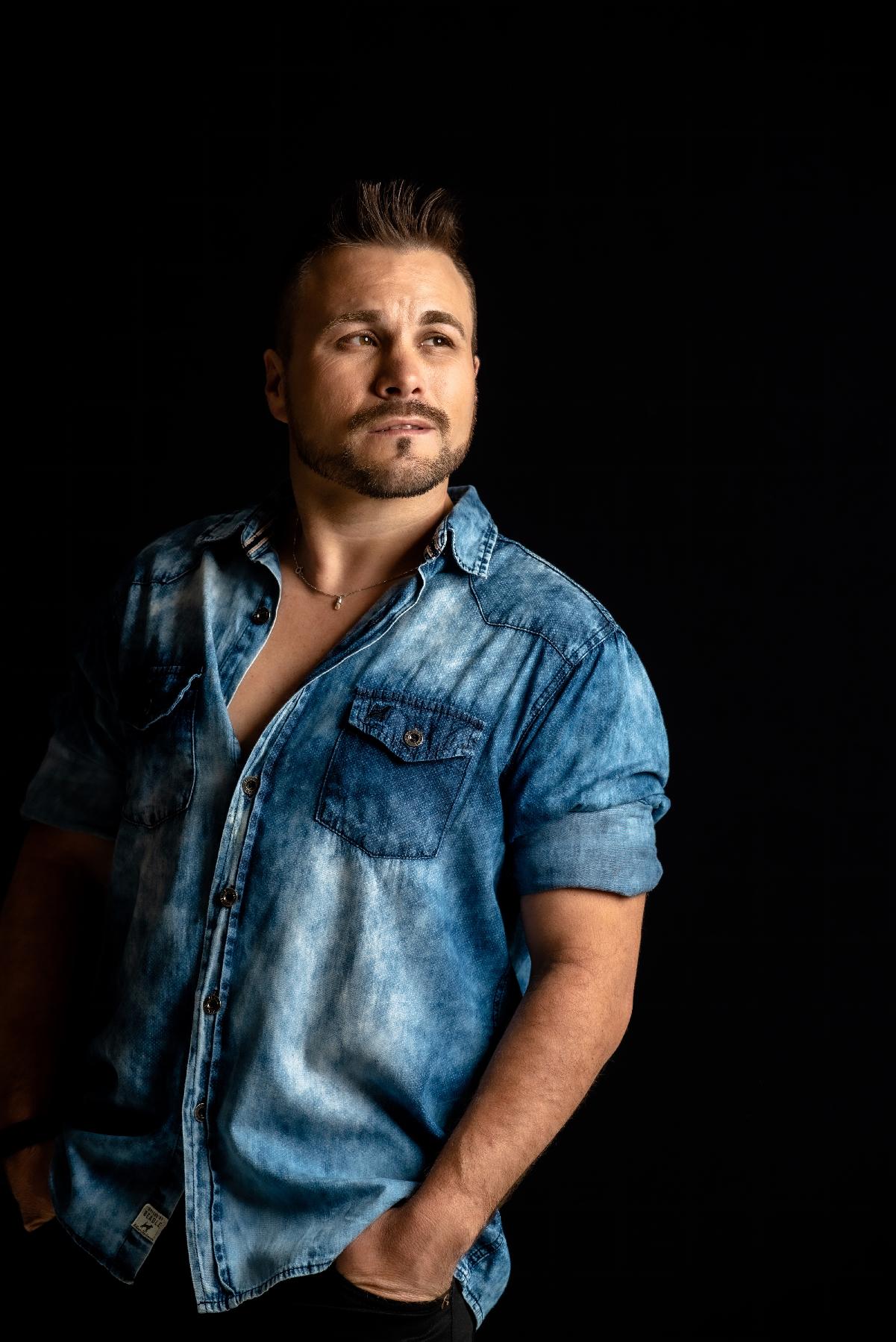 Tributo a Cristiano Araújo estreia em Porto Alegre  Interpretado por Léo D'Lucca, show acontece no dia 12 de setembro 42