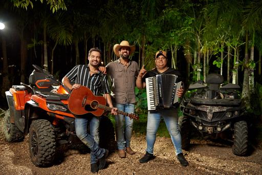 Fernando e Sorocaba e Tarcísio do Acordeon se unem em novo single 43