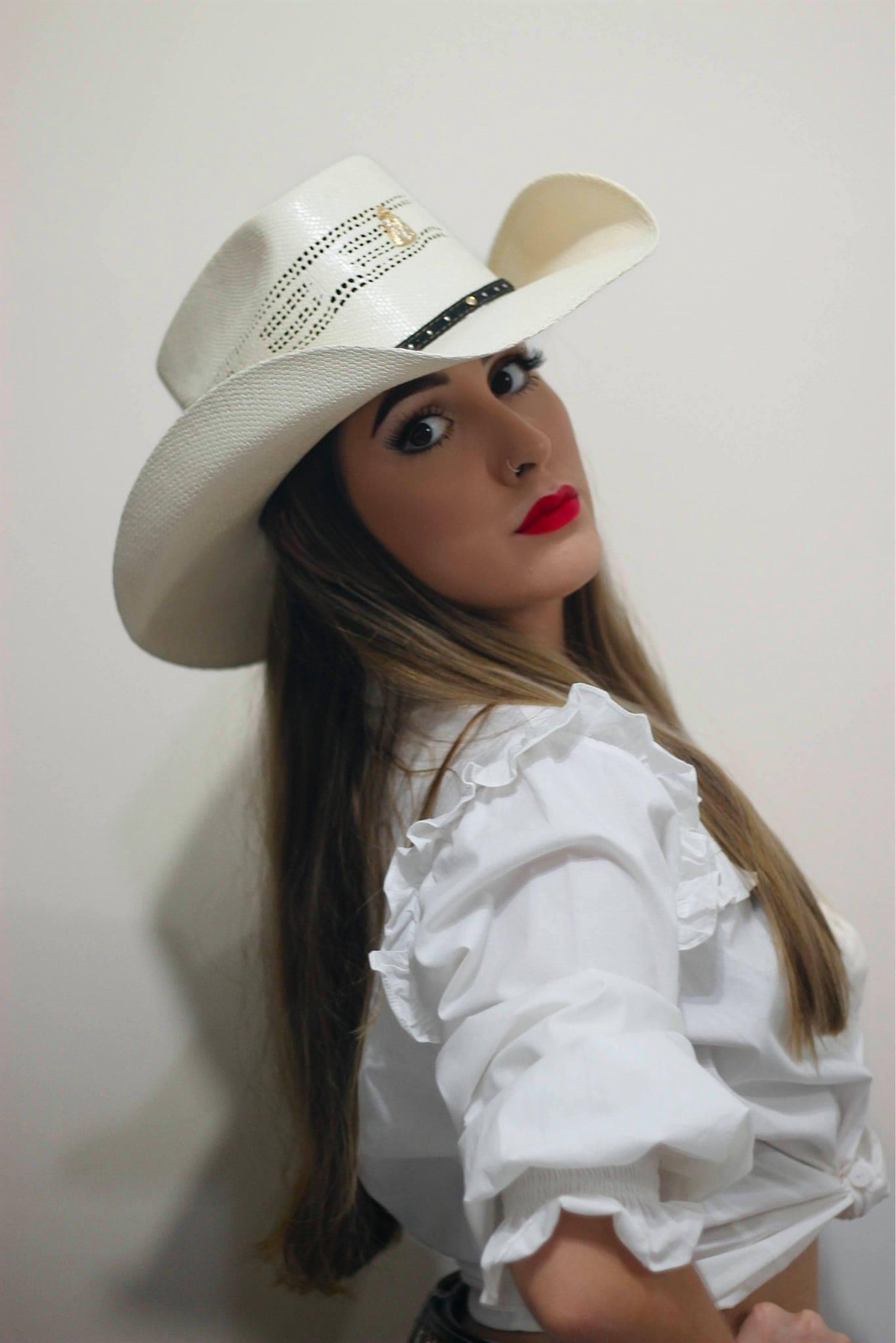 Carol Franco lança sua primeira música autoral 43