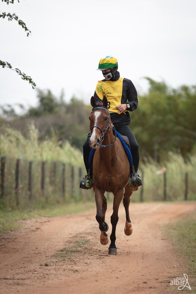 Brasileiro montando Cavalo Árabe fica no Top 10 do Ranking Mundial de Enduro 42