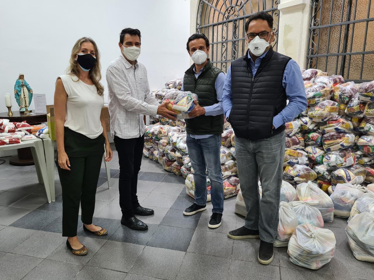 Em campanha solidária, Associação de Cavalo arrecada 3 toneladas de alimentos 41