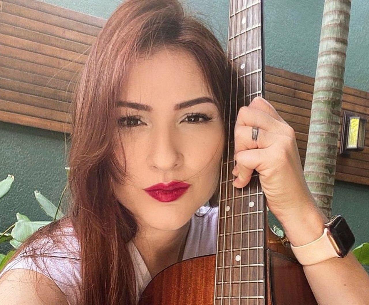 """Sucesso no Spotify, Lucylla divulga música """"Tesoura"""" na plataforma digital 41"""