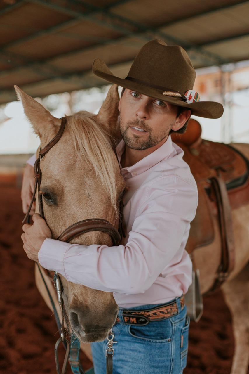 Pedro Paulo, da dupla PPA, lança música em parceria com primeiro brasileiro a cruzar as Américas a cavalo 42
