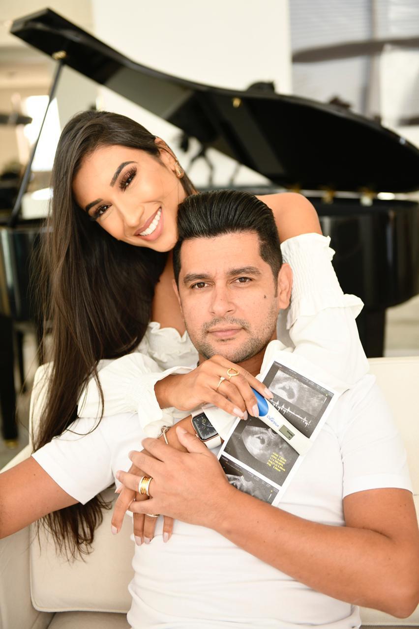 Cantor Léo Magalhães e esposa Josi Neves anunciam gravidez 44