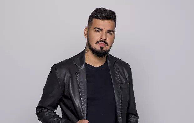 """Joel Carlo, recém-contratado da Warner Music Brasil, lança o primeiro single com a cia: """"Roma"""". 41"""