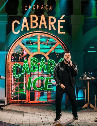 """Hit """"Carinha de BBzinha"""" consagra seu sucesso na """"Live Cabaré"""" de Leonardo 42"""
